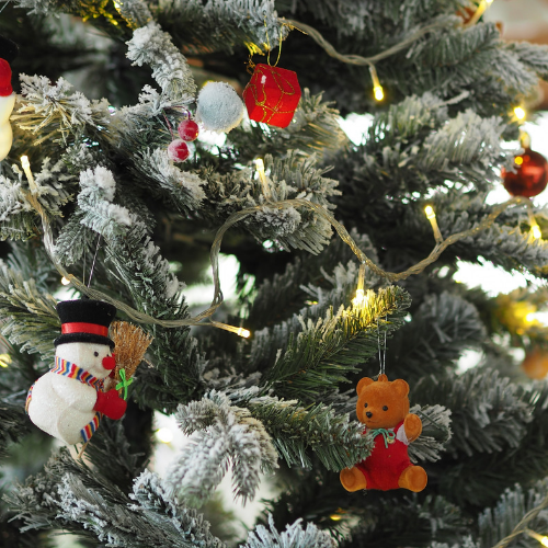 How to save money on Christmas decorations